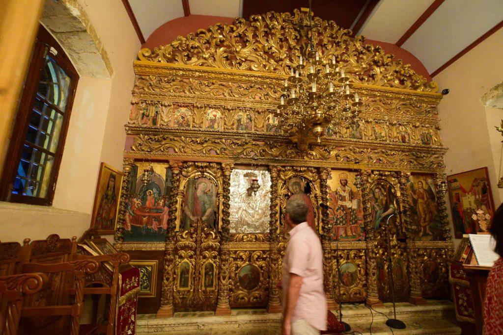 Το τέμπλο του ναού της Παναγίας Δερματούσσας